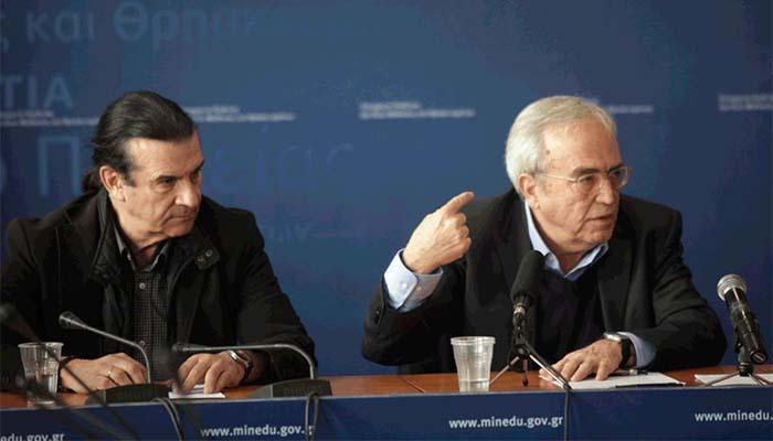 Θεοδωράκης: Παρουσίασε τις επιπτώσεις εξόδου από το ευρώ, διαβάζοντας απόψεις... Βαρουφάκη