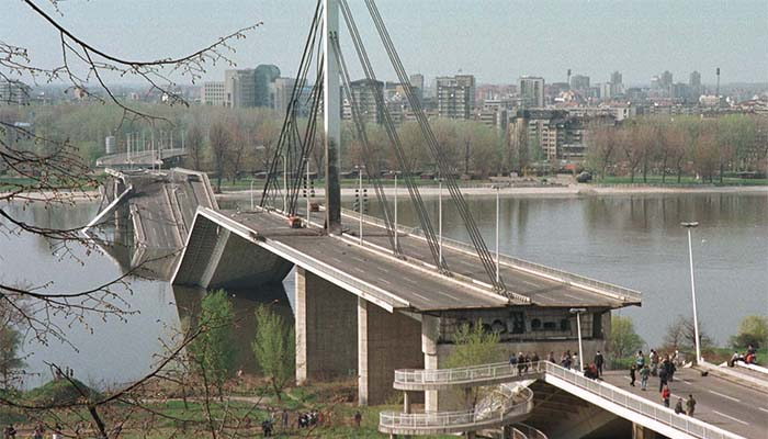 Δεκαέξι χρόνια από το σφυροκόπημα της Σερβίας από το ΝΑΤΟ