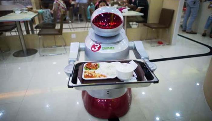 Ρομπότ και τεχνολογία «θα κοστίσουν 5 εκατ. θέσεις εργασίας» έως το 2020
