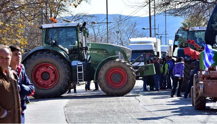 Απόβαση αγροτών με τα τρακτέρ τους στην Αθήνα και επ' αόριστον αποκλεισμούς δρόμων