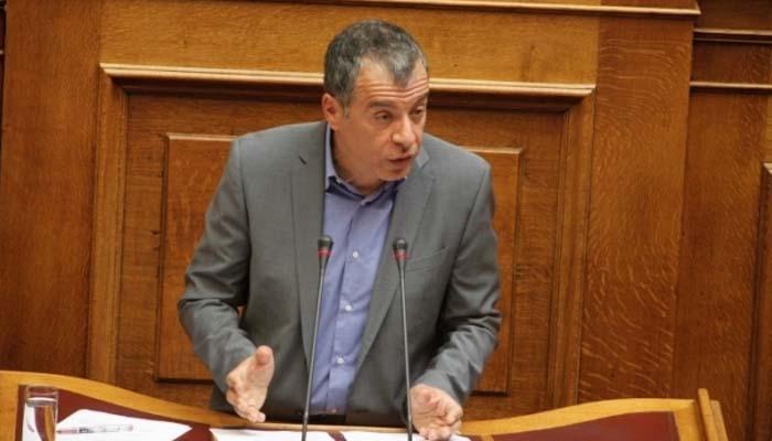 O Στ. Θεοδωράκη αποκαλύπτει το σκάνδαλο με τις  σπατάλες για τα hotspots