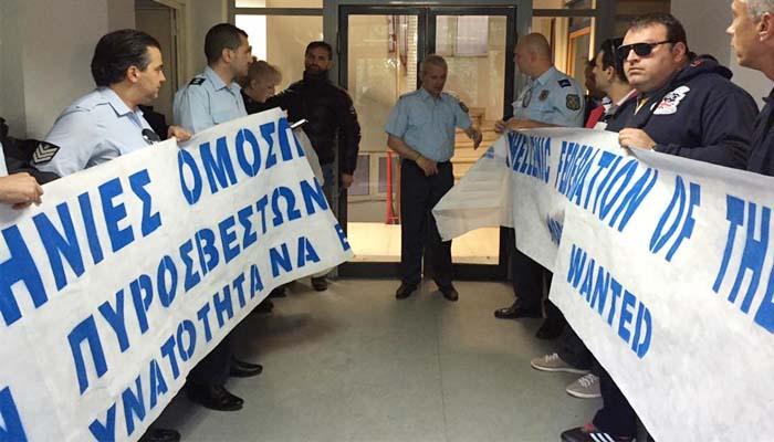 Αστυνομικοί έκαναν κατάληψη στα γραφεία του ΣΥΡΙΖΑ