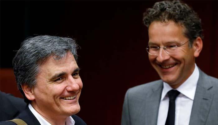 Wall Street Journal: Τα σενάρια για τη βιωσιμότητα του ελληνικού χρέους