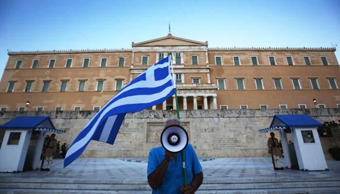 Politico: Κυνική συμφωνία στο Eurogroup για να πληρωθούν οι οφειλές του καλοκαιριού