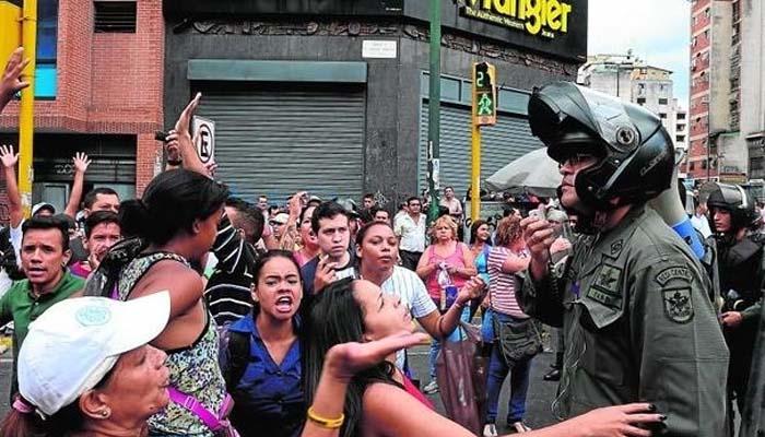 Βενεζουέλα: «Θέλουμε φαγητό» φώναζαν οι διαδηλωτές και η αστυνομία τους έριξε δακρυγόνα