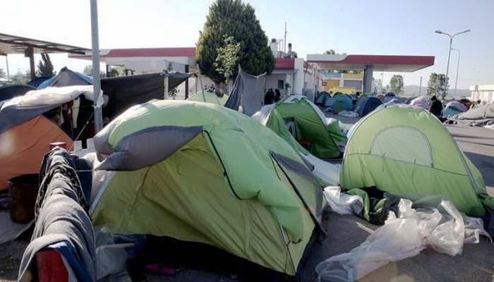 Αδειάζει ο καταυλισμός προσφύγων/μεταναστών στο Πολύκαστρο