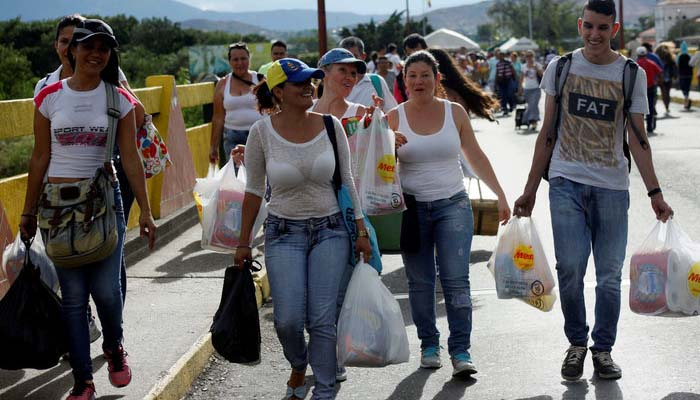 Βενεζουέλα: Χιλιάδες πέρασαν τα σύνορα για να αγοράσουν προμήθειες (Φωτο)