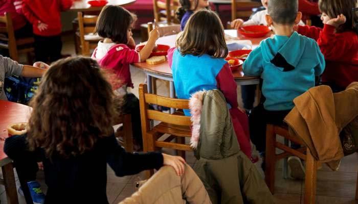 Reuters: Με την κρίση να διαιωνίζεται, τα παιδιά πληρώνουν το τίμημα