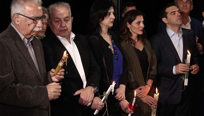 Η απόλυτη πολιτική ξεφτίλα: Η κ. Βάκη του ΣΥΡΙΖΑ πήρε το Άγιο Φως που πριν το θεωρούσε «ψευδοθαύμα»