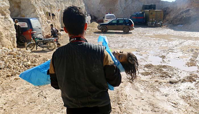 Συρία: Αεροπορική επίθεση με «τοξικό αέριο» σκότωσε δεκάδες αμάχους