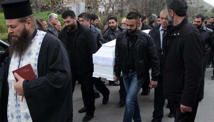 Μενίδι: Ανείπωτη θλίψη στην κηδεία του μικρού Μάριου- Συνελήφθη 23χρονος Ρομά ως βασικός ύποπτος για το φόνο