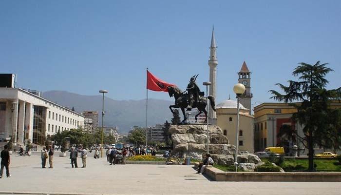 Αλβανική πρόκληση: Πέτρα από τους Φιλιάτες σε πλατεία των Τιράνων, ως «τμήμα της σκλαβωμένης Τσαμουριάς»
