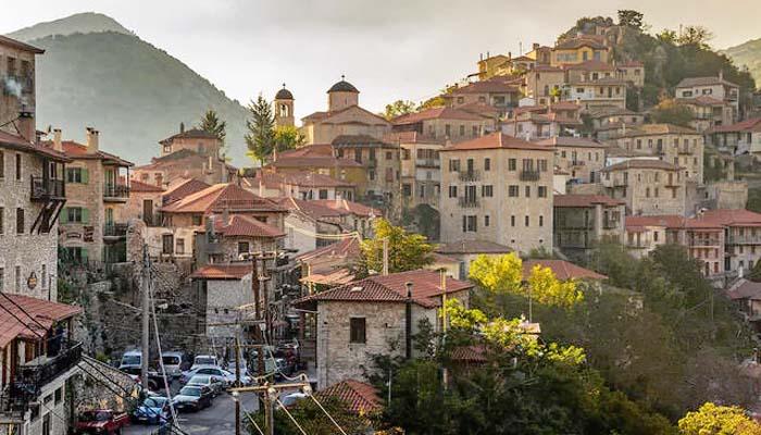 Guardian: Ο τουρισμός είναι σωσίβιο την Ελλάδα