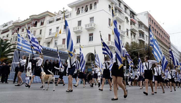 Άρχισαν τα όργανα για τους σημαιοφόρους: Γονείς αντιδρούν για αλβανό μαθητή που κληρώθηκε σημαιοφόρος