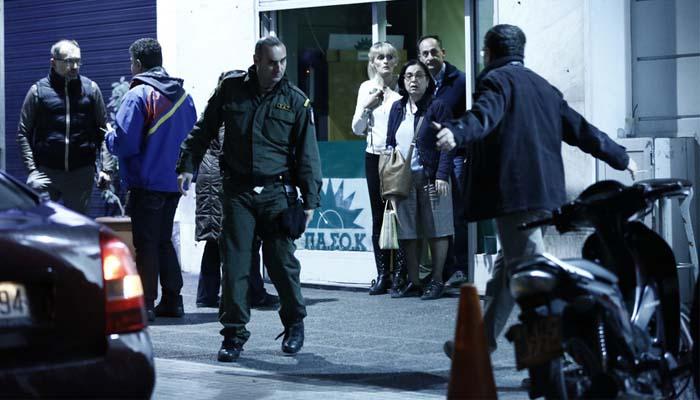 Άνανδρη επίθεση στα γραφεία του ΠΑΣΟΚ στις 8 το βράδυ