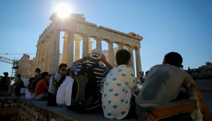 Handelsblatt: Χρονιά ρεκόρ για τον ελληνικό τουρισμό