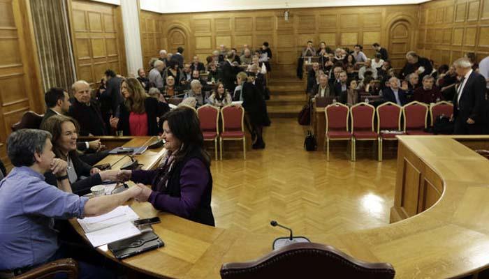 Γκρίνια βουλευτών του ΣΥΡΙΖΑ για τα επιδόματα των τριτέκνων