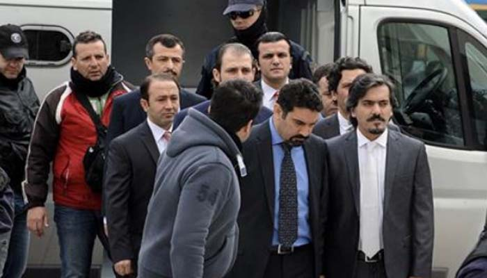Μόνο διοικητική κράτηση υπάρχει για τους οκτώ Τούρκους αξιωματικούς – Τι σημαίνει αυτή η απόφαση