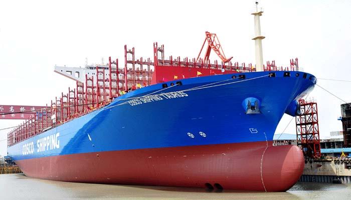 Ένα από τα μεγαλύτερα πλοία του κόσμου έδεσε στον Πειραιά