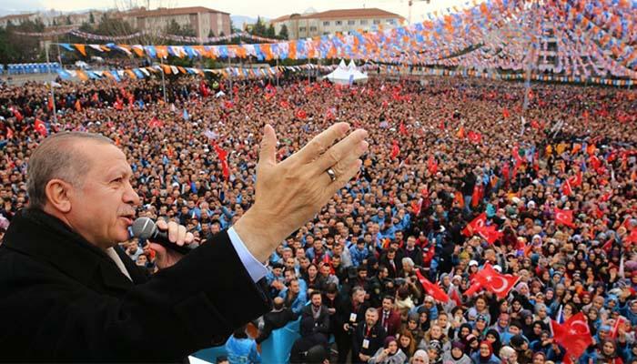 New York Times: Με κηρύγματα και φωνές ο Ερντογάν κρατάει την Τουρκία ξαφνιασμένη