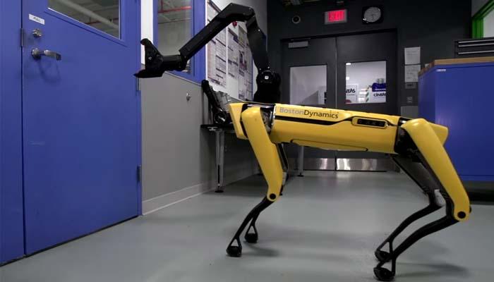 SpotMini: Ο σκύλος-ρομπότ που ανοίγει πόρτες και εξυπηρετεί επισκέπτες