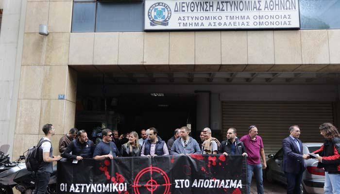Το Α.Τ. Ομονοίας είναι άδειο από αστυνομικούς – Είναι στην Παπακώστα, στον ΣΥΡΙΖΑ, στο «Κόκκινο» [λίστα]