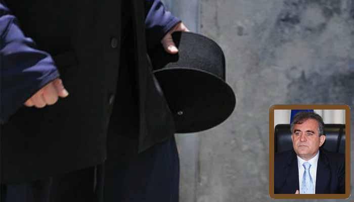 Τάσος Αποστολόπουλος: Σκέψεις για τους 10.000 ιερείς