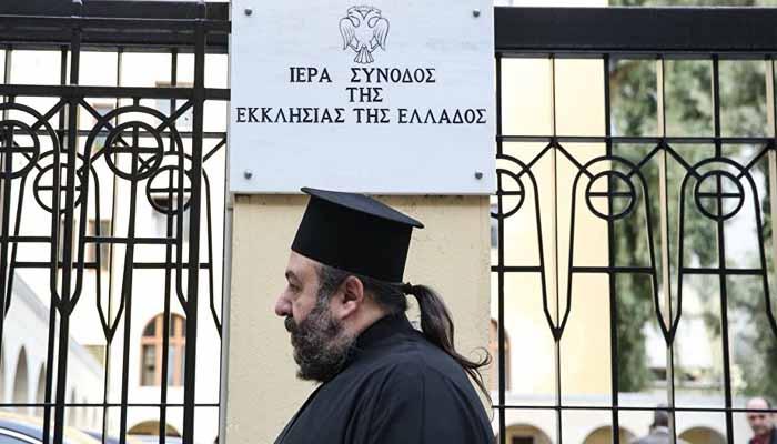 Να παραμείνουν οι κληρικοί στο μισθολόγιο του Δημοσίου η απόφαση της Ιεραρχίας