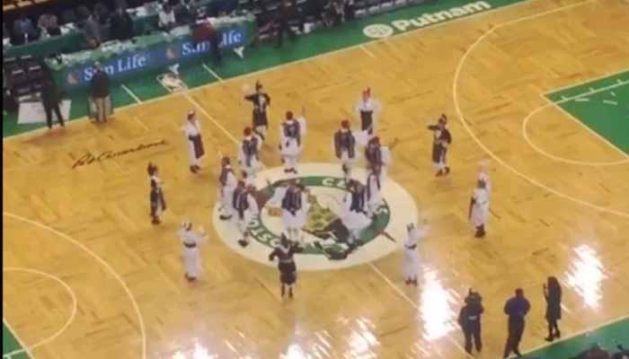 Το «Μακεδονία Ξακουστή» τραγούδησαν στο γήπεδο των Boston Celtics για χάρη του Γιάννη Αντετοκούνμπο