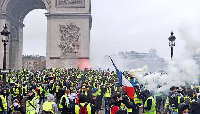 Κίτρινα Γιλέκα: Πεδίο μάχης το Παρίσι - Ξέσπασμα βίας στο Παρίσι με 80 τραυματίες και 180 συλλήψεις (Βίντεο-Φωτο)