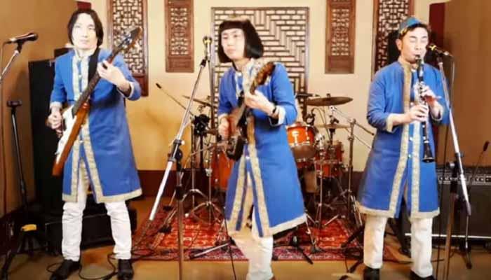Το Ιαπωνικό συγκρότημα Pyramidos τραγουδά τα… «Καγκέλια»