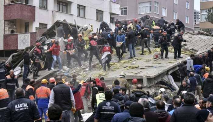 Κωνσταντινούπολη: Κατέρρευσε οκταώροφη πολυκατοικία - Ένας νεκρός, 4 εγκλωβισμένοι! [Βίντεο-σοκ]