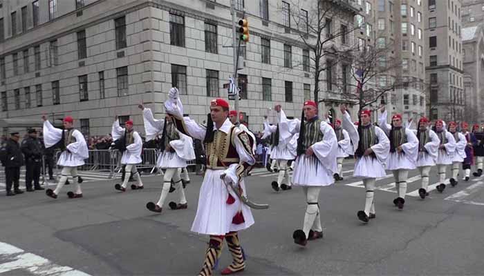 Ανεπιθύμητοι, λόγω Πρεσπών, οι πολιτικοί στην παρέλαση της Νέας Υόρκης για την εθνική επέτειο