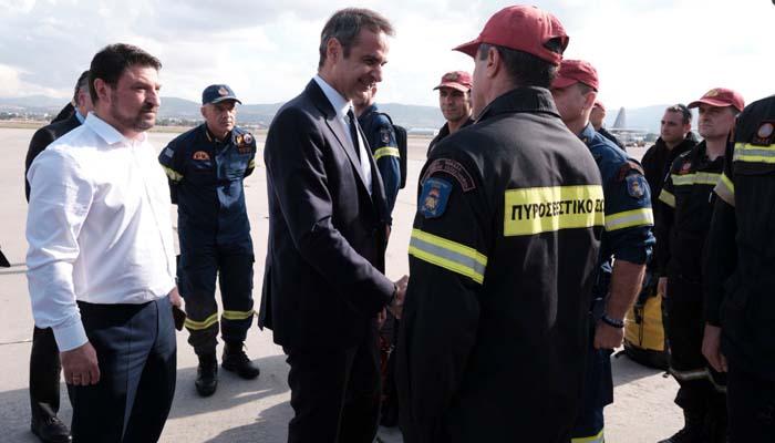 Ο Μητσοτάκης επισκέφτηκε την ΕΜΑΚ πριν αυτή αναχωρήσει για την Αλβανία
