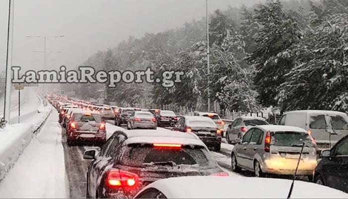 Κακοκαιρία Ζηνοβία: Έκλεισε η εθνική οδός Αθηνών - Λαμίας λόγω του χιονιά [Βίντεο]