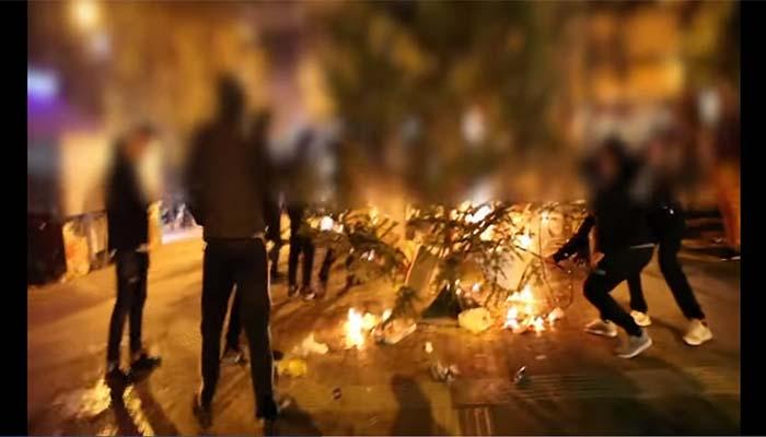 Κώστας Μπακογιάννης: Τα Χριστούγεννα δεν μπορεί να τα κάψει κανείς – Το το δέντρο στα Εξάρχεια θα ξαναστηθεί