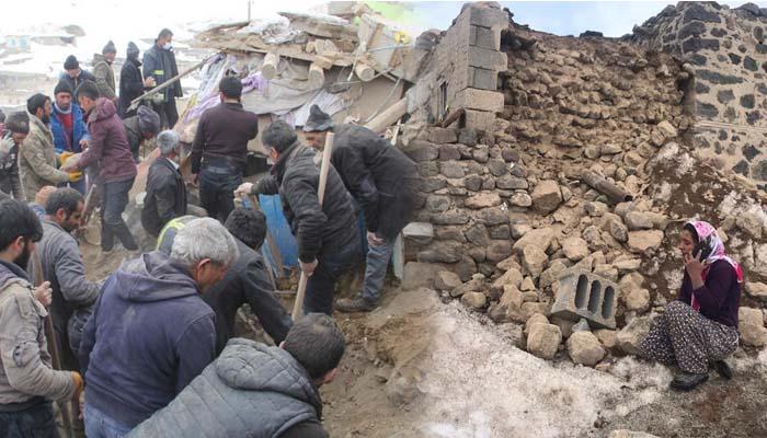 Οκτώ νεκροί στην Τουρκία, 25 τραυματίες στο Ιράν από σεισμό 5,7 βαθμών