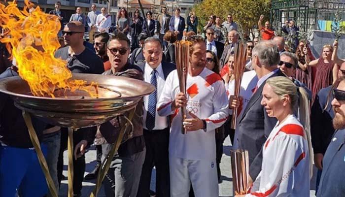 Διακόπτεται η λαμπαδηδρομία της Ολυμπιακής Φλόγας λόγω κορονοϊού