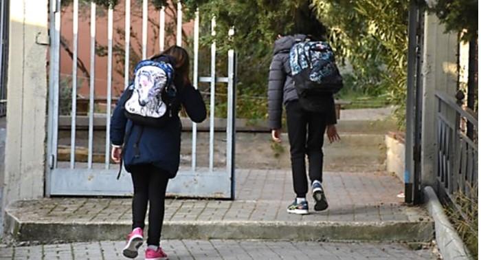 Σταδιακό άνοιγμα των σχολείων - Αύριο το σχέδιο επαναλειτουργίας - Με αντισηπτικό και απόσταση δυο μέτρων η επιστροφή στα θρανία