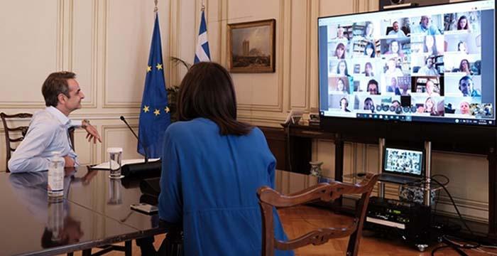Τηλεδιάσκεψη Μητσοτάκη με εκπαιδευτικούς που συμμετείχαν στα γυρίσματα των τηλεμαθημάτων