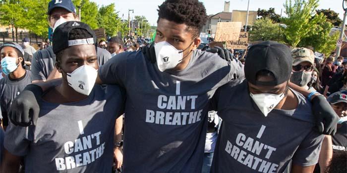 Ο Γιάννης Αντετοκούνμπο σε πορεία για τον George Floyd στο Μιλγουόκι: Θέλουμε δικαιοσύνη [βίντεο]