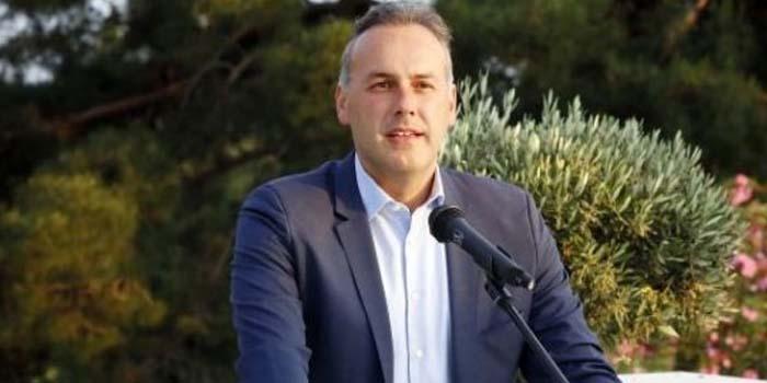 O Δήμαρχος Γλυφάδας καταγγέλλει τη στάση του υπουργείου Παιδείας σε υπόθεση μετεγγραφής φοιτήτριας πολύτεκνης οικογένειας Εκπαιδευτικών