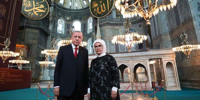 Der Spiegel: Εκνευριστική παράσταση του Ερντογάν στην Αγία Σοφία