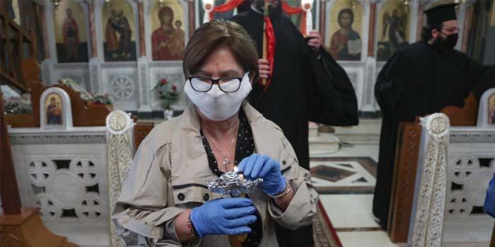 Προσεχώς υποχρεωτική η μάσκα σε εμπορικά καταστήματα και εκκλησίες