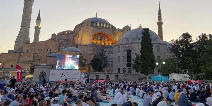 Politico: «Κακά μαντάτα» για τους περιθωριοποιημένους Χριστιανούς της Τουρκίας η μετατροπή της Αγίας Σοφίας σε τζαμί