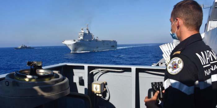 Associated Press: Τα πολεμικά πλοία Ελλάδας και Τουρκίας «χορεύουν» το ένα γύρω από το άλλο