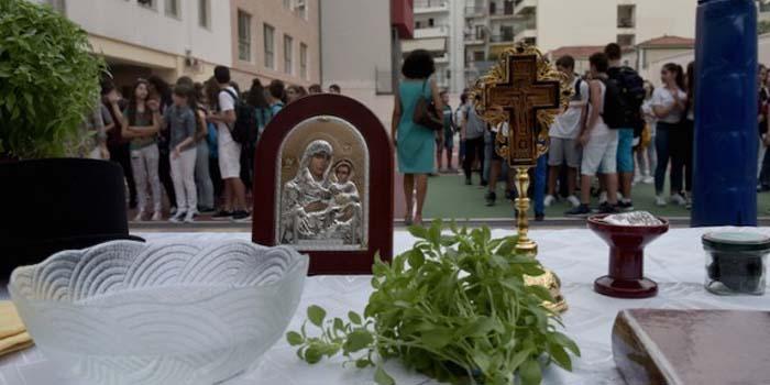 Η Εκκλησία ζητά ο αγιασμό στα σχολεία να γίνει στις 15 Σεπτεμβρίου, γιατί στις 14 είναι του Σταυρού
