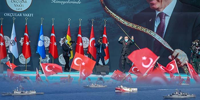 Bloomberg: Τι ακριβώς αυξάνει τη δύναμη του Ερντογάν, ώστε να μπορεί να κάνει επίδειξη