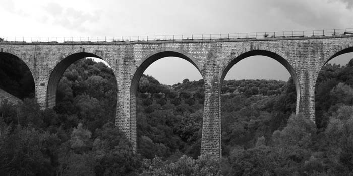 Καλημέρα με πρόσωπα και γεγονότα της Μεσσηνίας - Σαν σήμερα……26 Οκτωβρίου 1943. Οι αντάρτες ανατινάζουν γέφυρες σε Καλό Νερό και Κοπανάκι