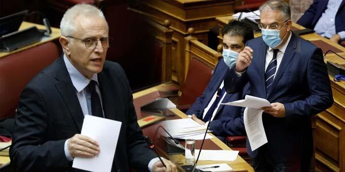 Σφοδρή αντιπαράθεση και στη Βουλή για τις αλλαγές του ΣΥΡΙΖΑ που ευνοούν τη Χρυσή Αυγή